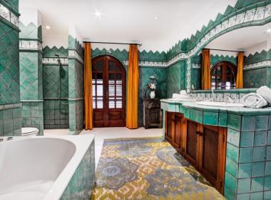 ikh.villas_Ibiza_Can-MartinetCaprio-Hilton-bathroom